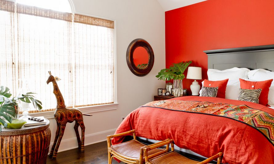 Combine red with various prints, patterns and textures to obtain an eclectic décor