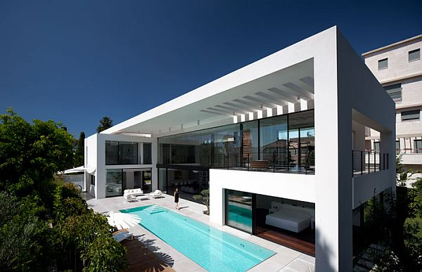 Contemporary Bauhaus Residence in Israel