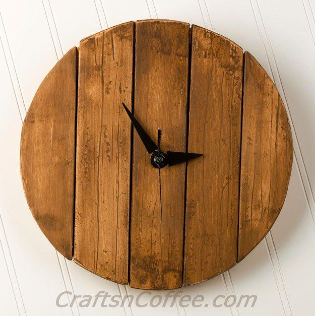 Rustic wood pallet clock diy