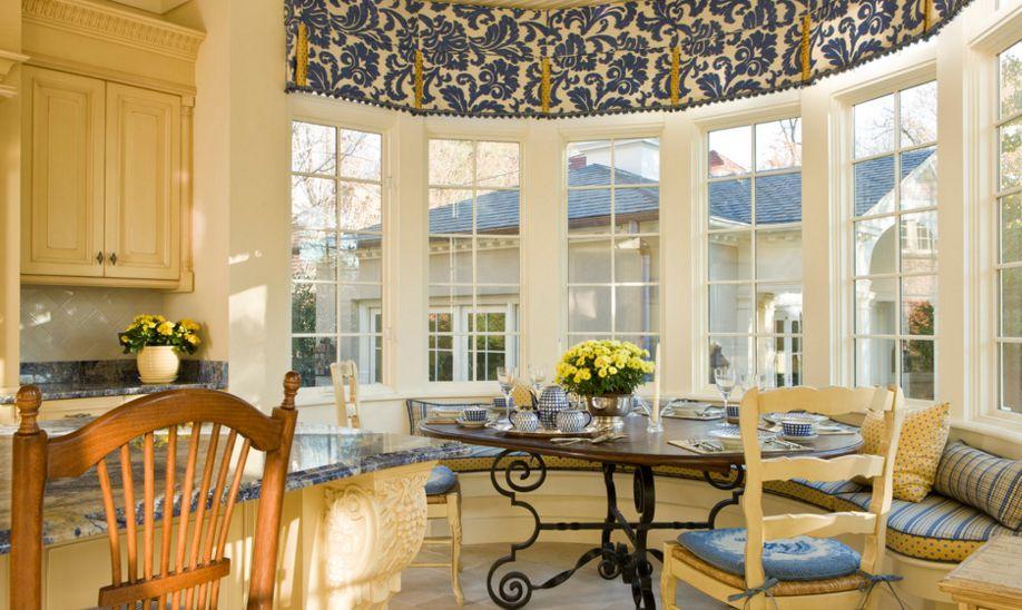 Traditional kitchen corner design
