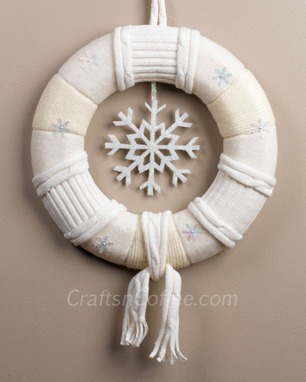 Winter wreath with a snowflake around