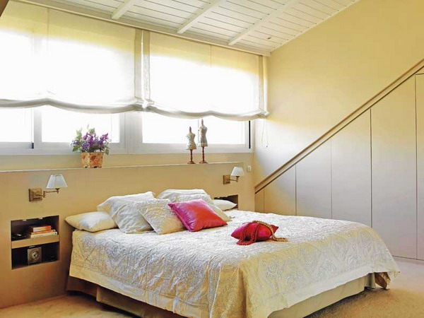 ... this attic bedroom looks very bright and airy View ...