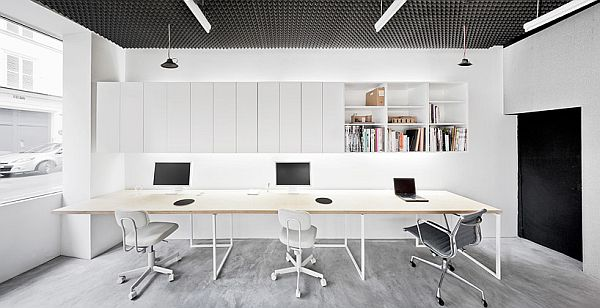 Basic office interior design in paris for Modern minimalist office design