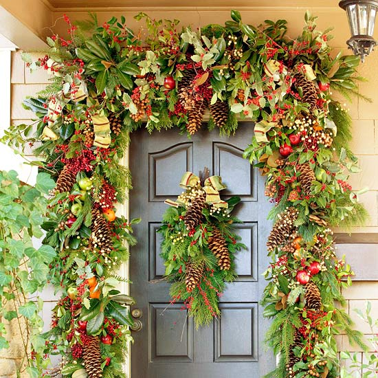 20 creative christmas front door decorations for Christmas decorations ideas to make at home