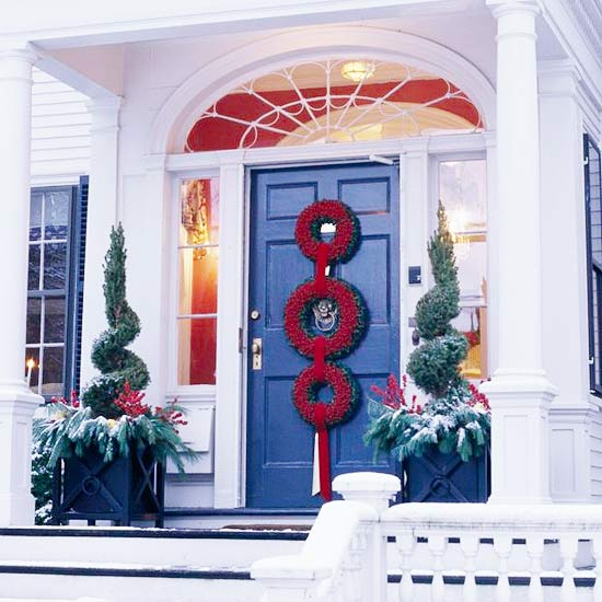 20 Front Door Ideas: 20 Creative Christmas Front Door Decorations