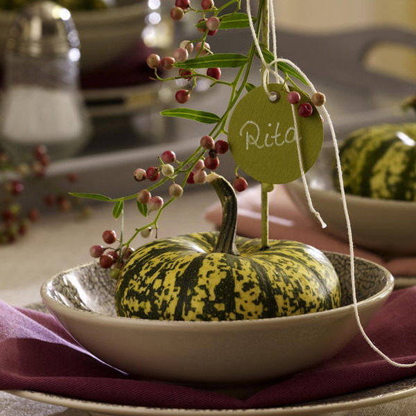 Decorating the plates & 35 Thanksgiving Day Table Decorations