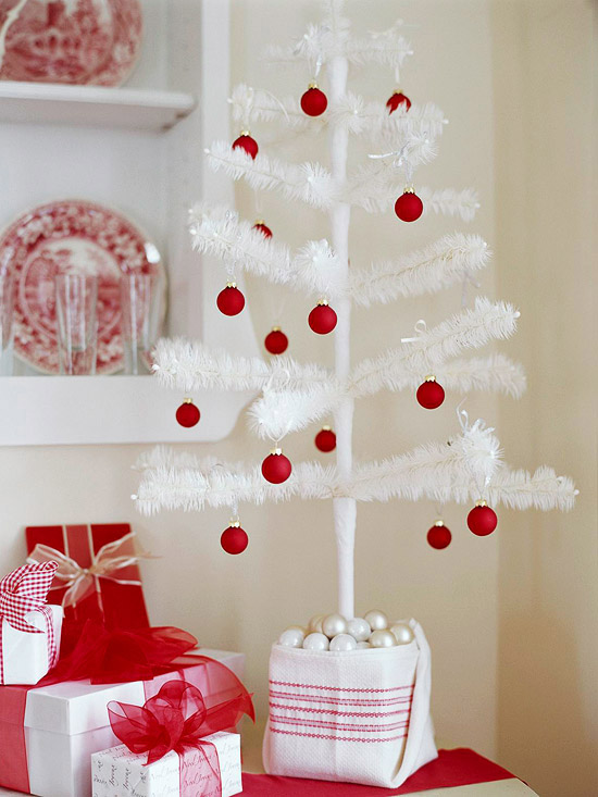 Holiday Decorating Ideas For Small Spaces Part - 39: ... Ideas For Decorating The Small Spaces Can Save You. View In Gallery