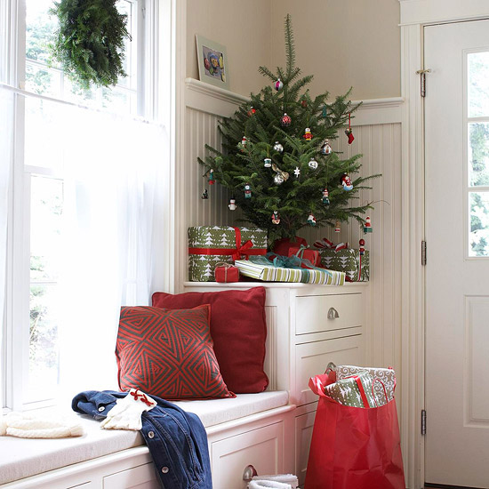 ingenious holiday decorating ideas for small spaces - Christmas Decorations For Small Spaces