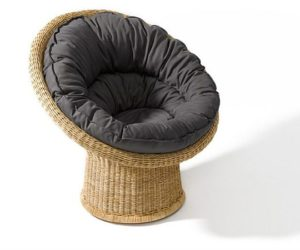 The cozy E 10 rattan chair