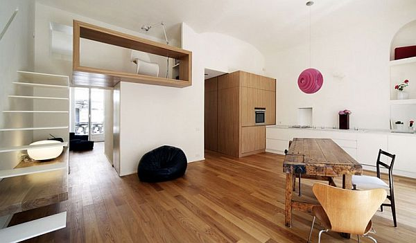915 Square Feet Eccentric House Studio