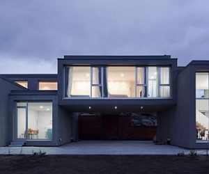 The Glass Facade House in Muñopepe, Spain