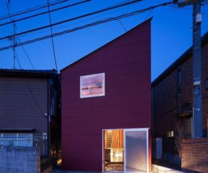 House in a small and narrow site in Kanagawa, Japan