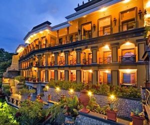 The luxurious Zephyr Palace in Costa Rica