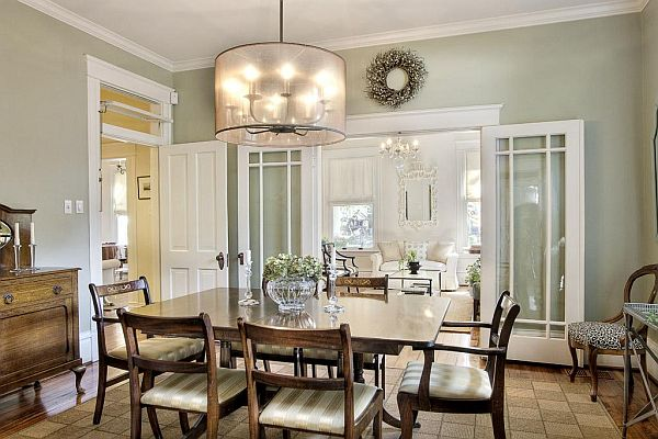 Welcoming Dutch Colonial Home in Texas