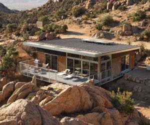 Prefabricated home in Palm Springs with a modern but organic design