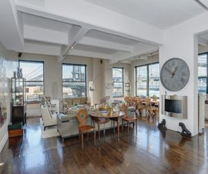 Spacious apartment in New York that offers amazing views of the Brooklyn Bridge Park