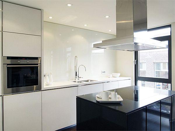 Kücheninsel Wange ~ stylish white lacquered kitchen with island