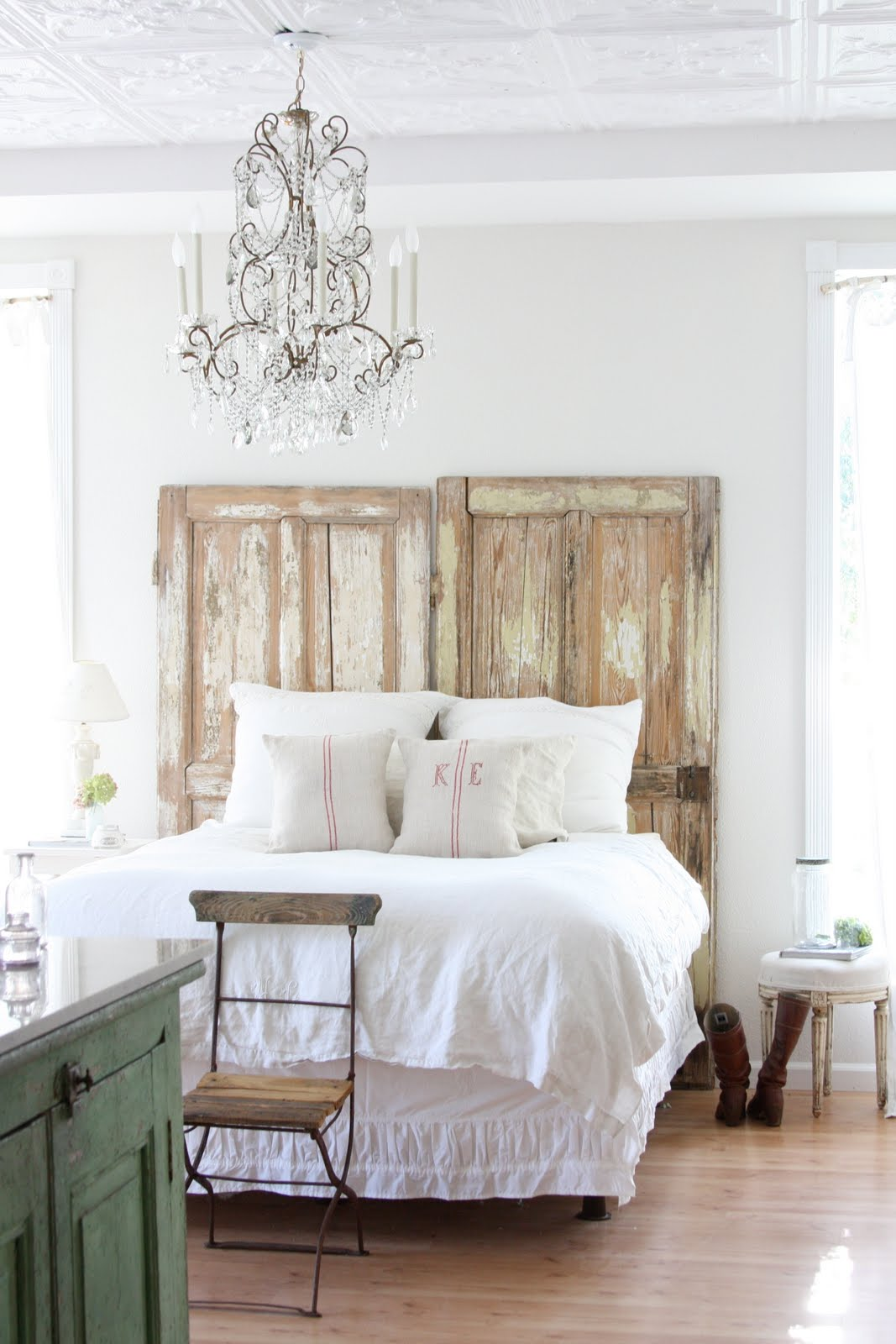 Reclaimed old doors bohemian style - 34 DIY Headboard Ideas