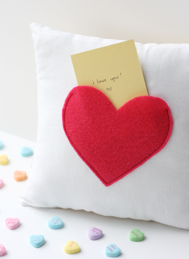 Secret pocket pillow tutorial