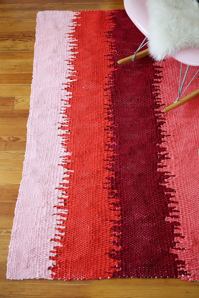 Static lines woven rug