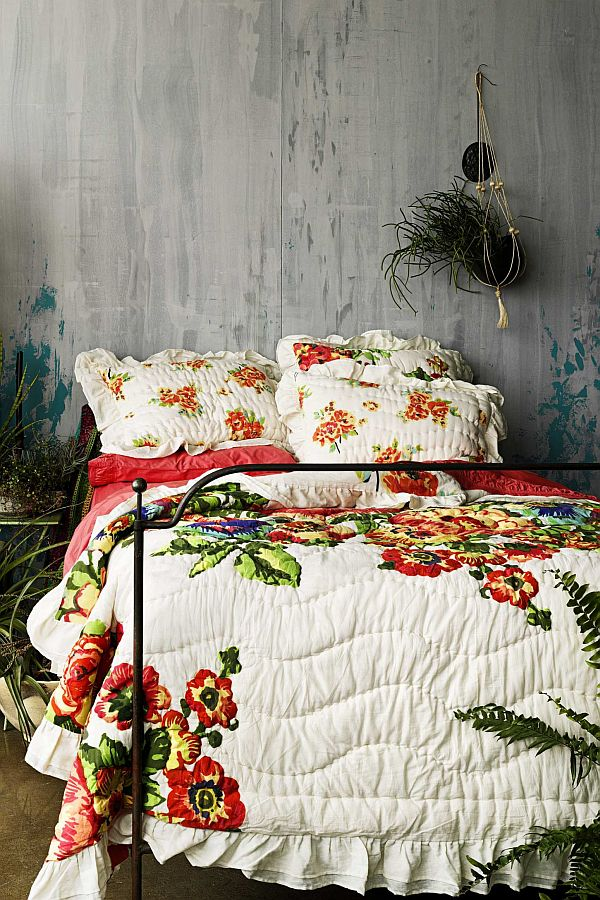 Colorful Esperanza bedding with ruffled edges
