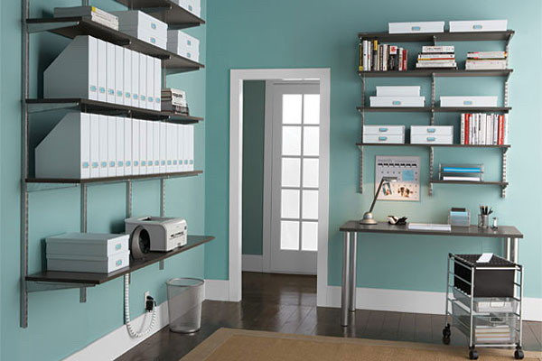 Shelves With Fixed Brackets