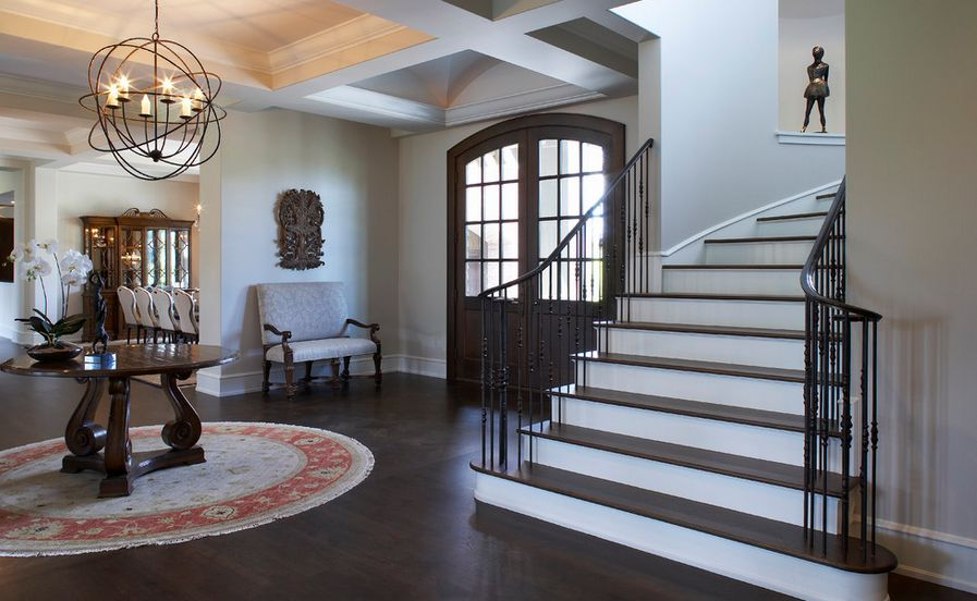 What is a foyer and how you can decorate it for House plans with foyer entrance
