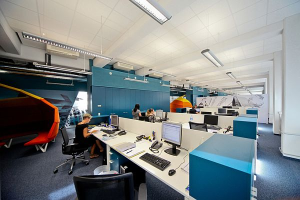 The wirtschaftblatt newsroom office interior design for Office design productivity research