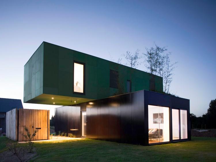 Eco-Friendly Crossbox House by CG Architectes By night