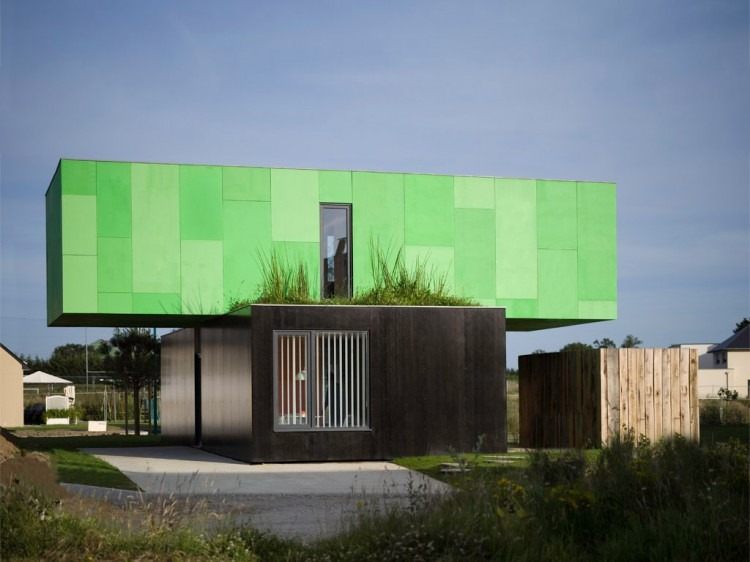 Eco-Friendly Crossbox House by CG Architectes Grass