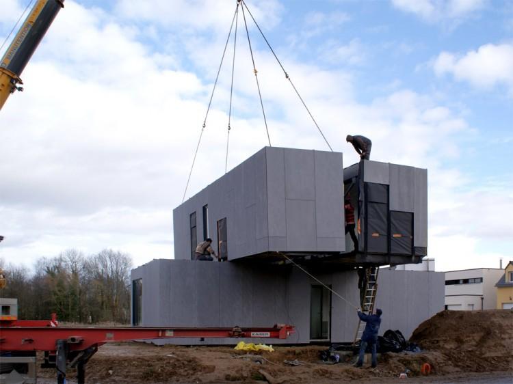 Eco-Friendly Crossbox House by CG Architectes Stacked