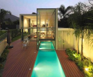 2,786 square foot contemporary house is located in Lima,Peru