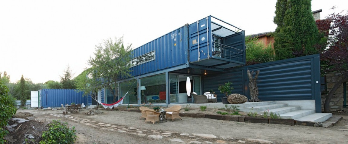 Shipping Container House in El Tiemblo