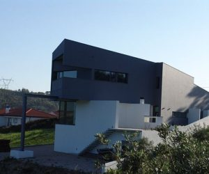 Contemporary CC House in Portugal