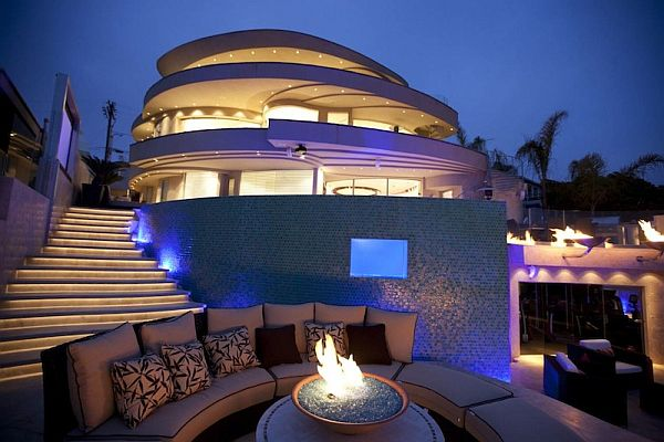 Exquisite Contemporary Residence Which Offers Amazing Views