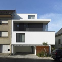 Good Single Family House With Three Facades And Five Bedrooms Nice Look
