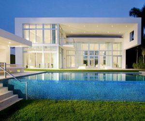 Contemporary house located in Miami Beach