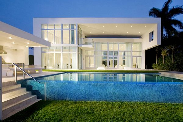 Contemporary house located in miami beach for Fachadas de casas en miami florida