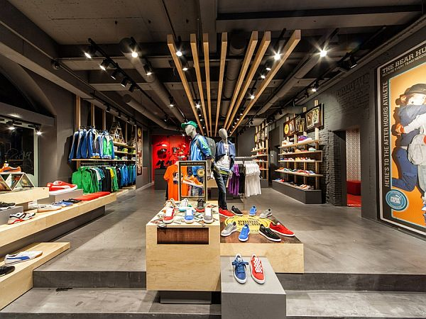 Puma shop interior design in amsterdam for Interior decorating online store