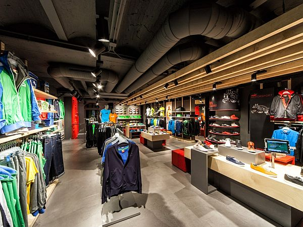 Puma shop interior design in amsterdam for Shop ceiling design