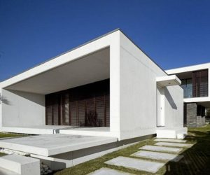 Minimalist Troia House in Portugal