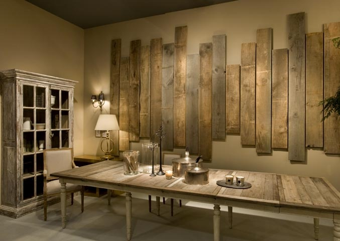 Ingenious wall art made with wooden pallets for Wall designs for dining area