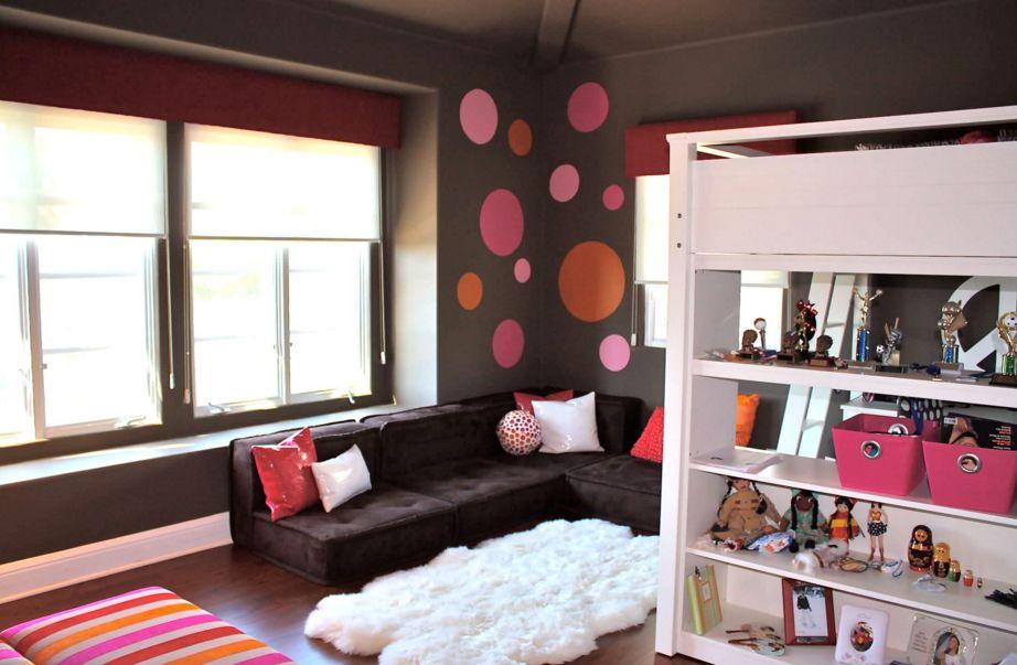 Teenage girl room with polka dots