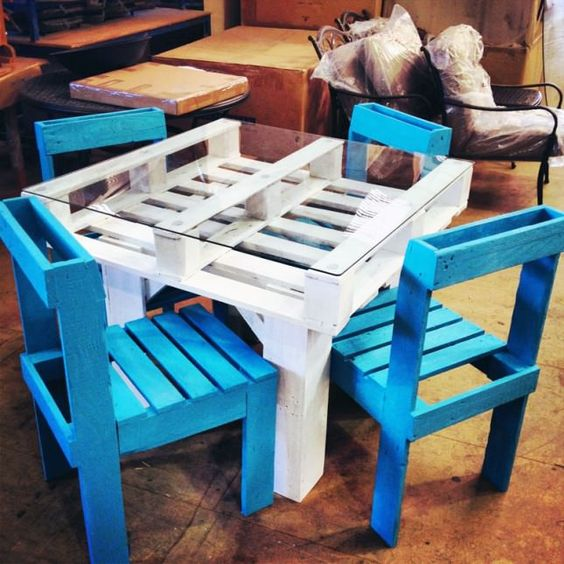 White and blue pallet furniture for kids