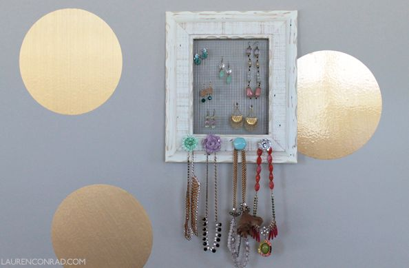 Wire screen for jewelry holder