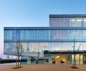 Glas Facade Bentini Headquarters by Piuarch