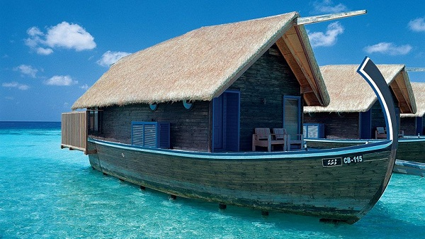 luxury boat hotel at cocoa island resort in maldives. Black Bedroom Furniture Sets. Home Design Ideas