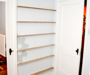 DIY forward facing bookshelves for the children's room