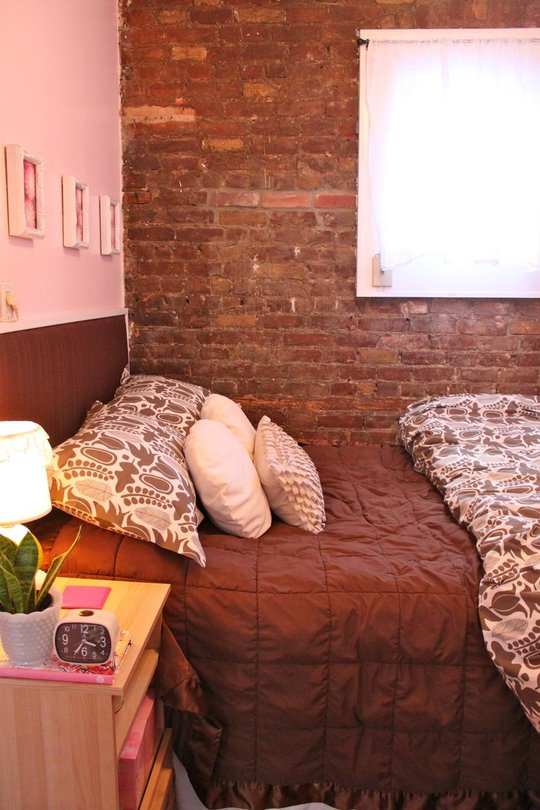 tiny apartment in new york with exposed brick walls. Black Bedroom Furniture Sets. Home Design Ideas