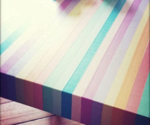 Simple way of turning a wooden table into a colorful item for the house